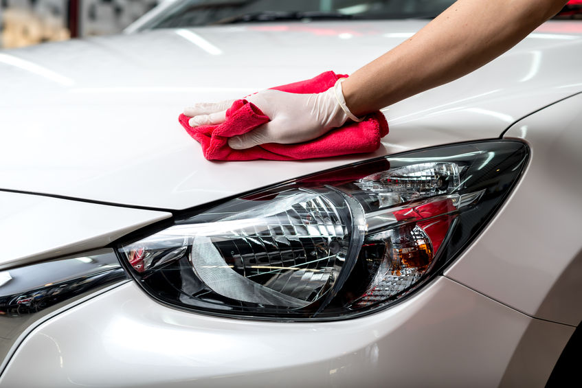 54195374 – car polishing series : worker cleaning white car
